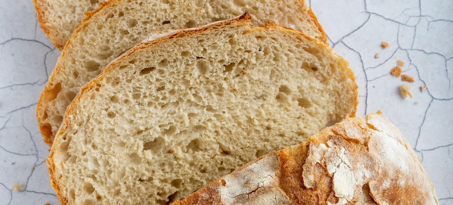 Helles Brot in Scheiben geschnitten