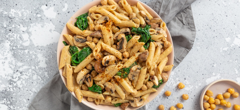 Cremige Pasta mit Spinat und Kichererbsen