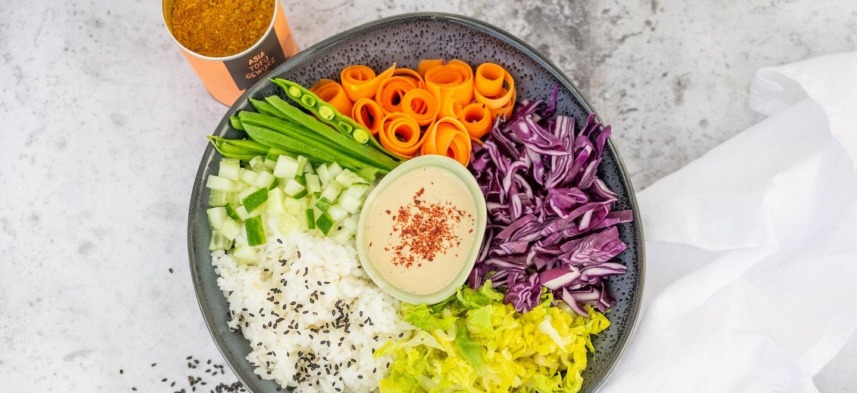 Sushi Bowl mit Tahini Dressing