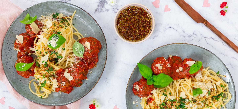 Spaghetti mit Meatballs und Tomatensoße