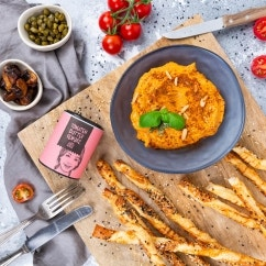 Tomatenbutter mit Knusperstangen