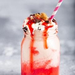 Erdbeer Rhabarber Shake