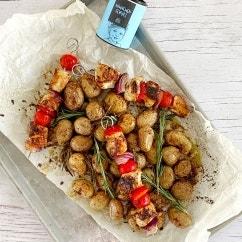 Hähnchenspieße mit Rosmarinkartoffeln aus dem Ofen