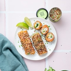 Lachsrolle mit Frischkäse und Avocado