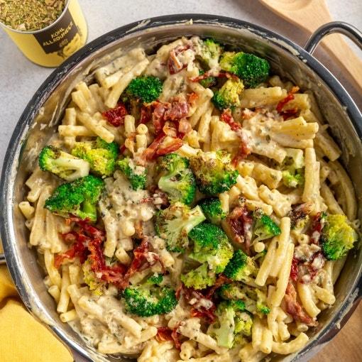 Cremige Pasta mit Brokkoli und Speck