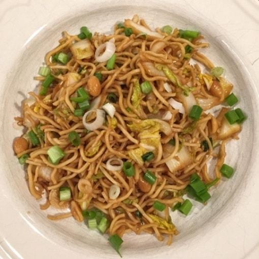 Asia Nudelsalat mit Chinakohl & Erdnüssen