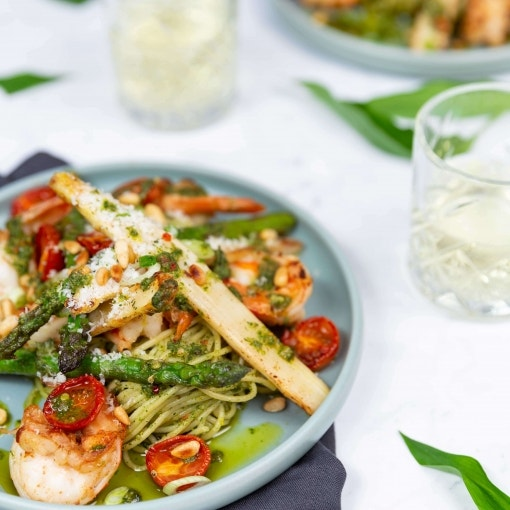 Bärlauch-Pasta mit Garnelen und Spargel