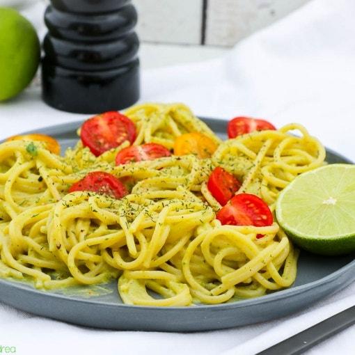 Pasta mit Avocado-Limetten-Sauce