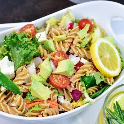 Nudel-Avocado-Feta-Salat