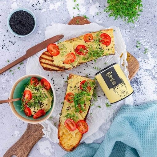 Sesam Baguette mit Dattel Curry Aufstrich