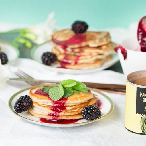 Mini-Pancakes mit Brombeer-Sauce