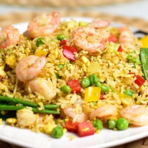 Gebratener Reis mit Garnelen und Gemüse
