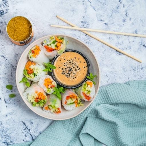 Rollitos vietnamitas con salsa de cacahuete