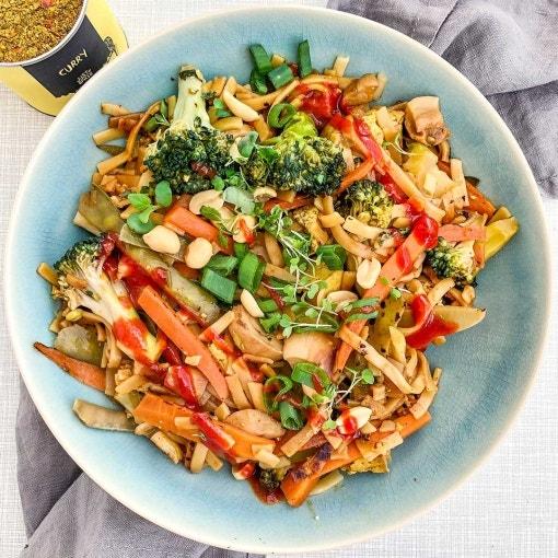 Gebratene Nudeln mit Curry-Gemüse