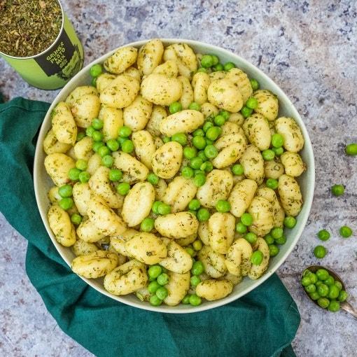 Gnocchi mit Pesto und Erbsen