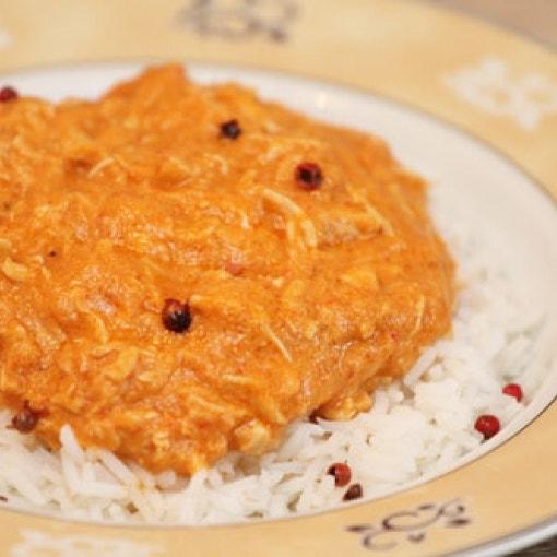 Hähnchen in Erdnusssauce mit Reis