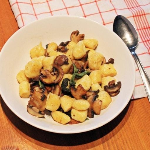 Ricotta Gnocchi mit Salbei und Champignons
