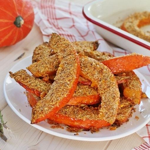 Knusper-Kürbis mit Parmesan-Kräuter-Kruste