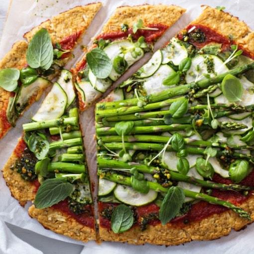 Pizza mit grünem Gemüse