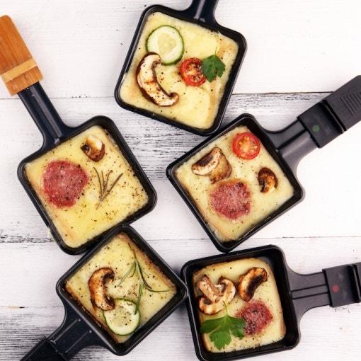 Raclette-Pfännchen mit Fenchelsalami