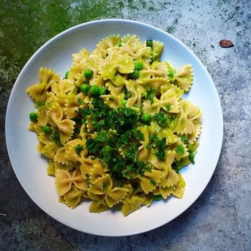 Grüne Gemüse-Soße nudeln