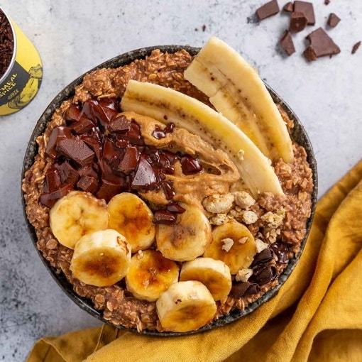 Schoko Oatmeal mit Banane und Erdnussmus