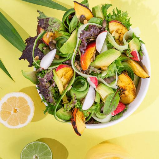 Sommersalat mit gegrillten Pfirsichen