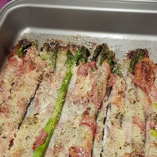 Grüner Spargel mit Bacon