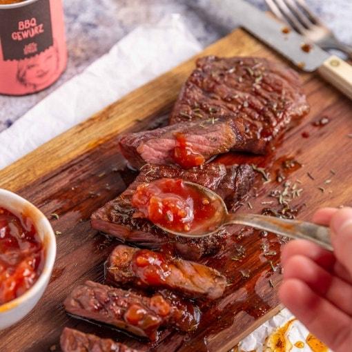 Rindersteak mit Tomatenchutney