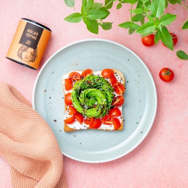 Toast mit Avocado Rose