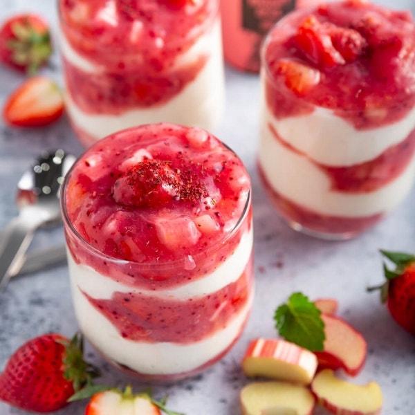Erdbeer-Rhabarber Dessert