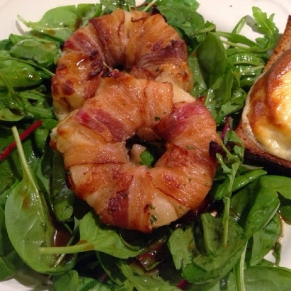 Knusprige Bacon-Ananas-Mozzarella-Zwiebel-Ringe