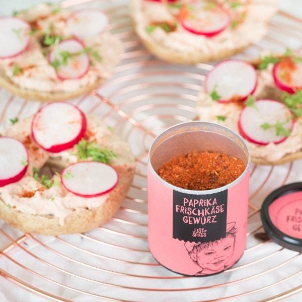 Kürbiskern-Bagels mit Paprikacreme