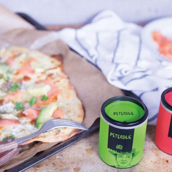 Healthy Lachs-Avocado Pizza