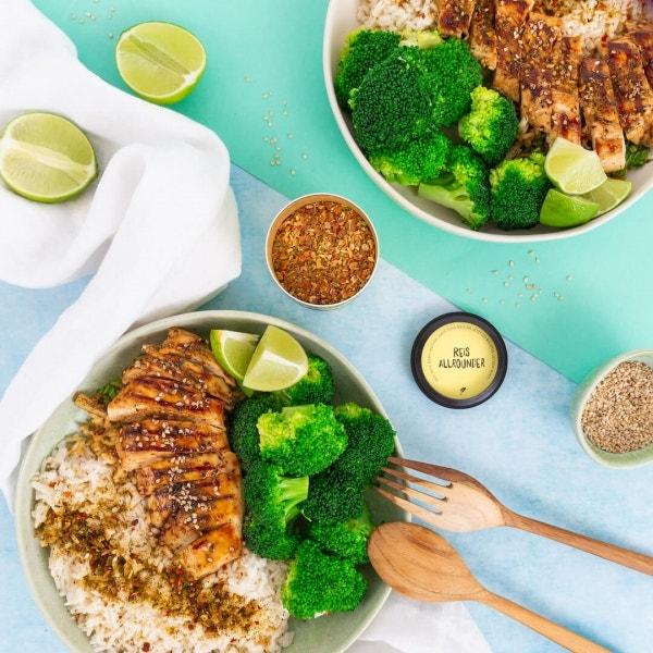 Reis Bowl mit Soja-Hähnchen und gebratenem Brokkoli