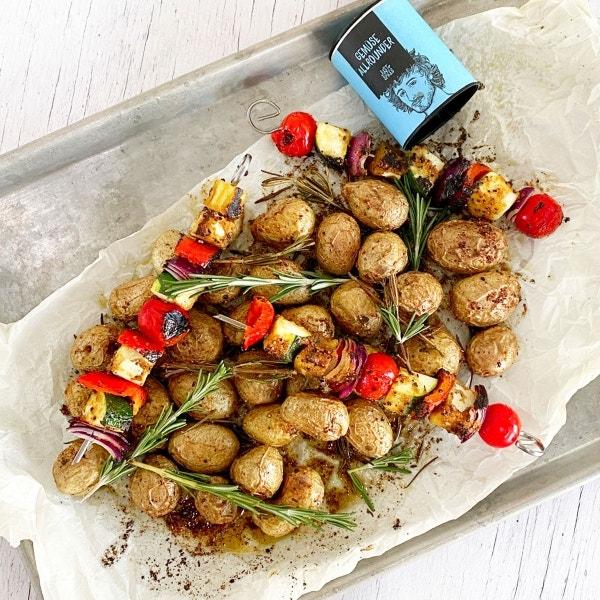 Gemüsespieße mit Rosmarinkartoffeln aus dem Ofen