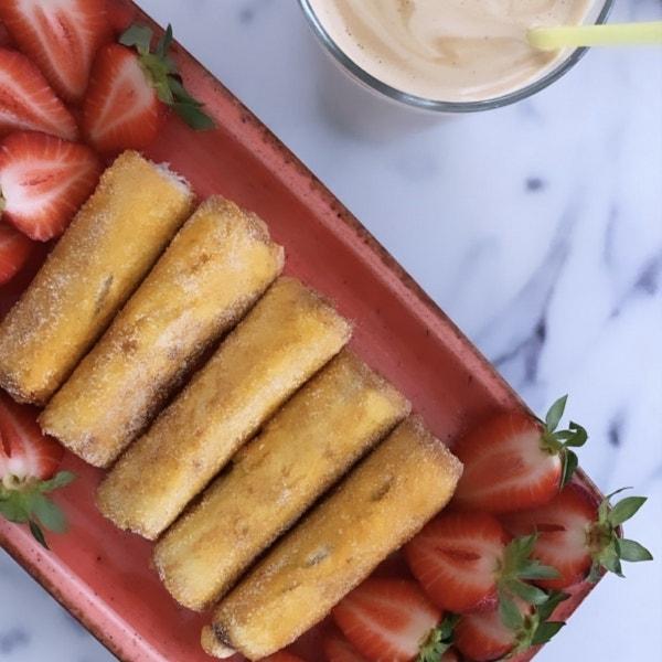 French Toast Röllchen mit Nutella und Erdbeeren