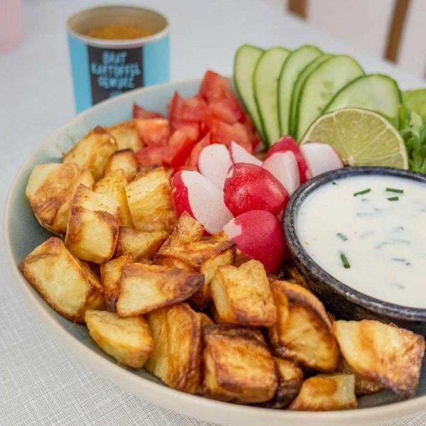 Kartoffelwürfel mit Joghurt Dip