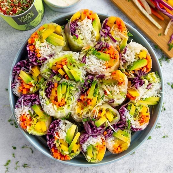 Summerrolls mit Avocado und Kräuterdip