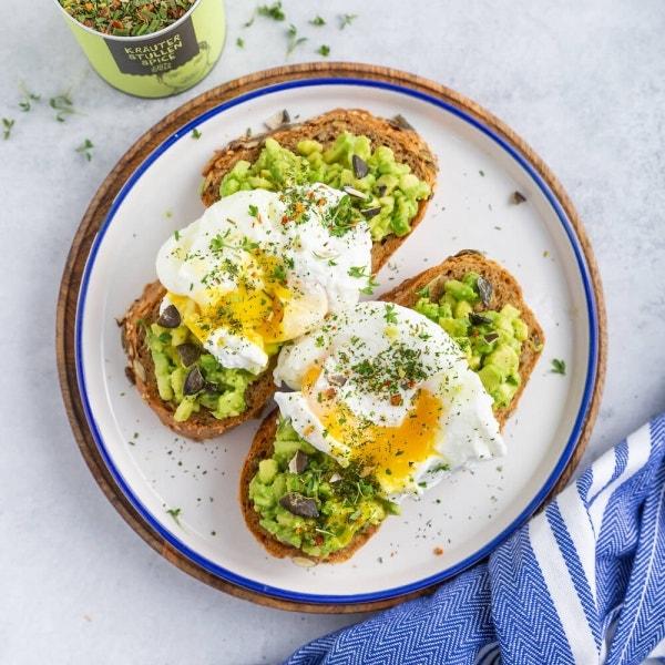 Brot mit pochiertem Ei