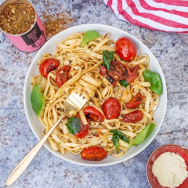 Linguine mit Feta und Tomaten