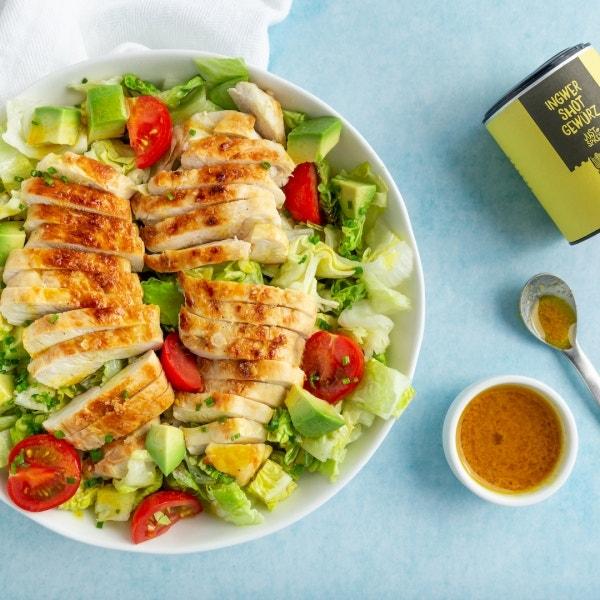 Salat mit Hähnchen und Ingwer-Dressing