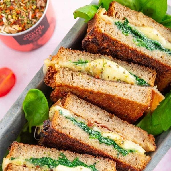 Geröstetes Sandwich mit Spinat