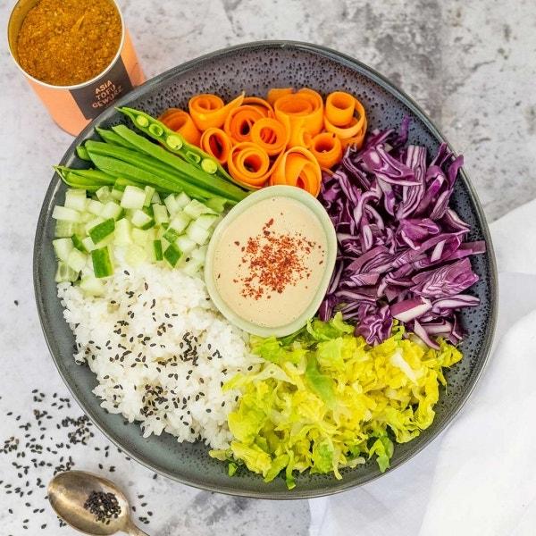 Sushi Bowl mit Tahini-Dressing