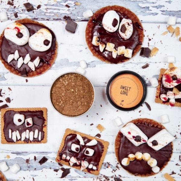 Schaurige Keks-Monster mit Marshmallows