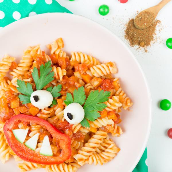 Tomaten-Hähnchen aus dem Ofen mit Nudeln für Kids